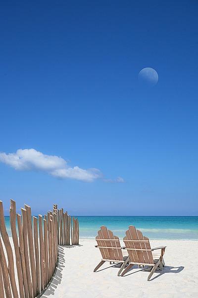 B3103D - Bay, Noah - Chairs under the Moon