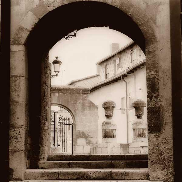 B1231 - Blaustein, Alan - Courtyard in Burgos