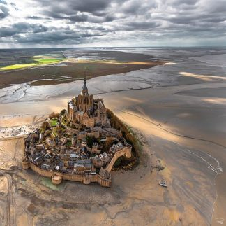 P1100C - Plisson, Philip - Mont-Saint-Michel (canvas w/mirrored edge)