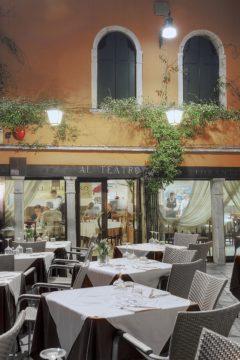 B4147D - Blaustein, Alan - Al Teatro Cafe, Venezia